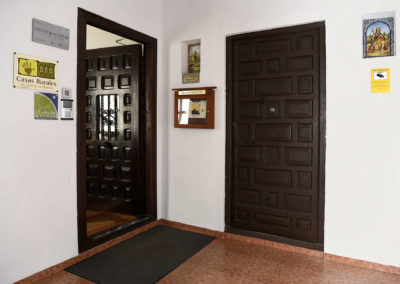 hotel-casa-acacio-san-clemente-cuenca-entrada-recepcion-03