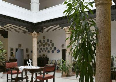 hotel-casa-acacio-san-clemente-cuenca-patio-interior-11