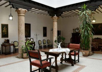 hotel-casa-acacio-san-clemente-cuenca-patio-interior-30